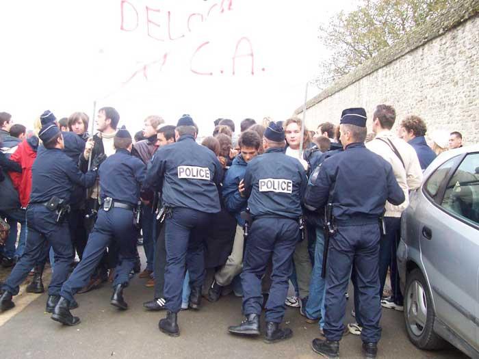 La police charge des étudiants à Caen 11-11-2005-006
